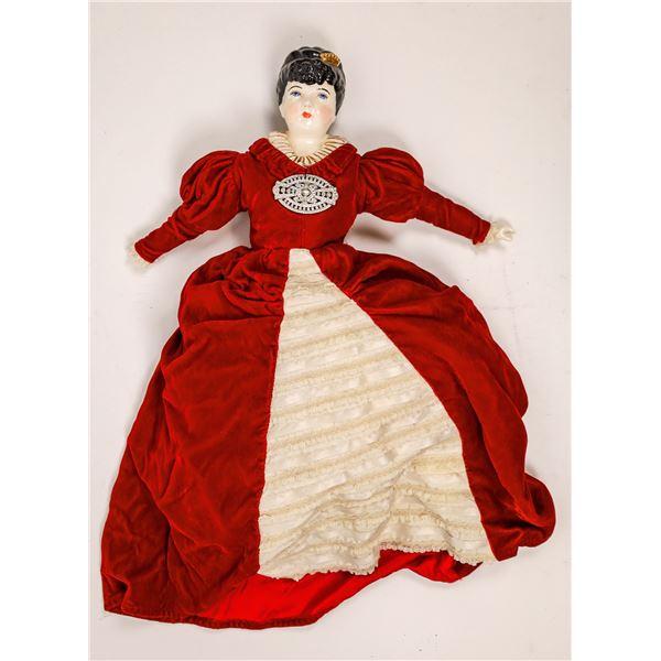 Queen Victoria Porcelain Doll   [138405]