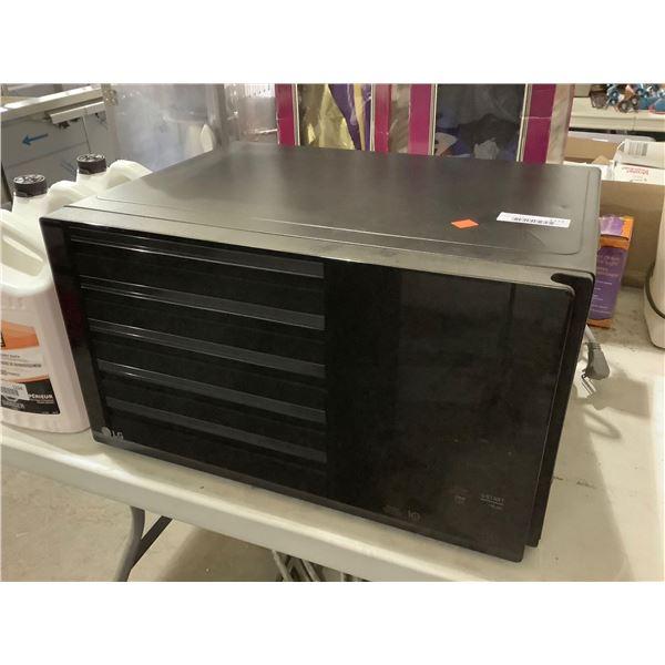 LG NeoChef Microwave - Model: LMC1575SB