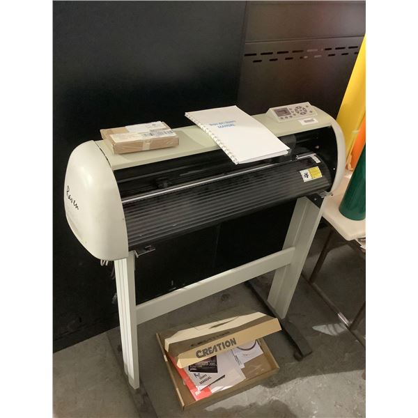 Raven CreationVinyl Cutter with software and accessories