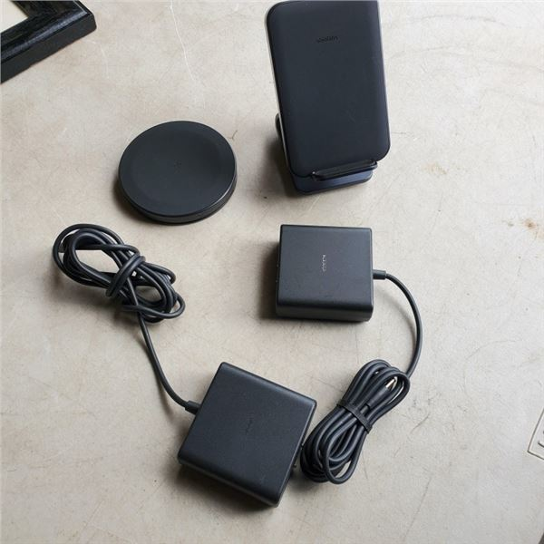 2 AS NEW UBIOLABS MOBILE DEVICE CHARGING DOCKS ONE ADJUSTABLE, ONE PAD