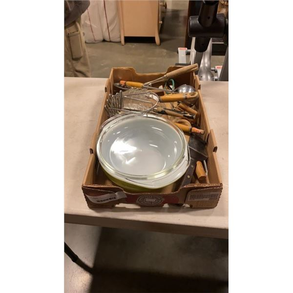 PYREX LIDDED CASSEROLE DISH, VINTAGE KITCHEN ITEMS AND FIRE KING