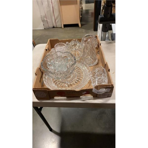 TRAY OF CRYSTAL SERVING PIECES, VASES