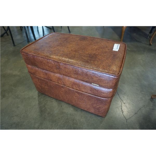 SQUARE LEATHER STOARGE HASSOCK