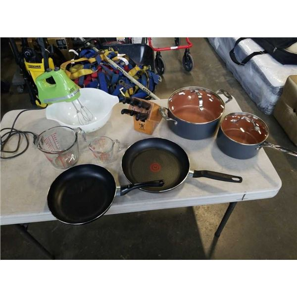 LOT OF KITCHEN ITEMS - 2 GOTHAM STEEL POTS WITH LIDS, PYREX OVENWARE MIXING BOWL, 2 FIRE KING MEASUR
