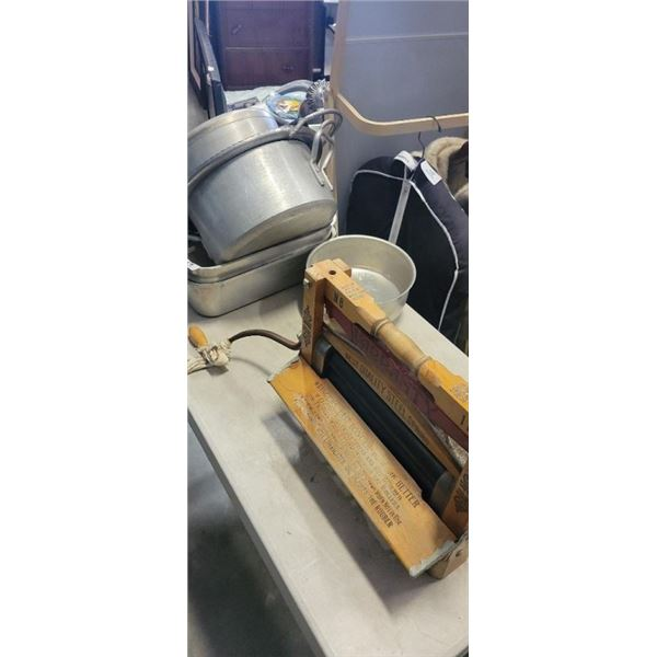 DONSWELL AND LEE VINTAGE CLOTHES WRINGER AND NON FERROUS COOKWARE