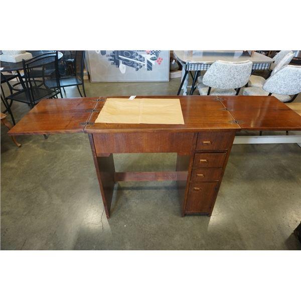 Vintage singer 500 j sewing machine in table