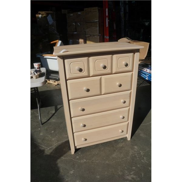 5 DRAWER CHEST OF DRAWERS MADE IN CANADA