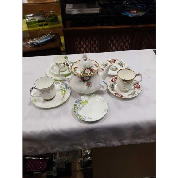 CELEBRATION TEAPOT WITH LID, PARAGON CUP AND SAUCER AND PLATES, 2 ROYAL ALBERT MUGS AND 2 BROADWAY P