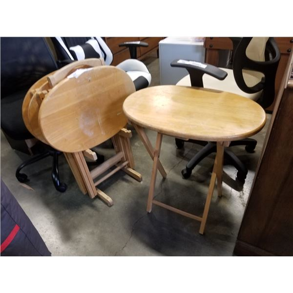 SET OF FOUR OVAL MAPLE TV TRAYS WITH STAND