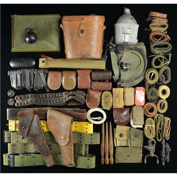 LARGE & VARIED LOT OF COLLECTIBLE MILITARIA.