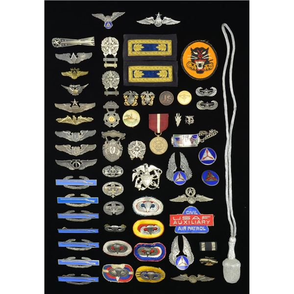 GROUP OF VARIOUS MILITARY INSIGNIA & RELATED