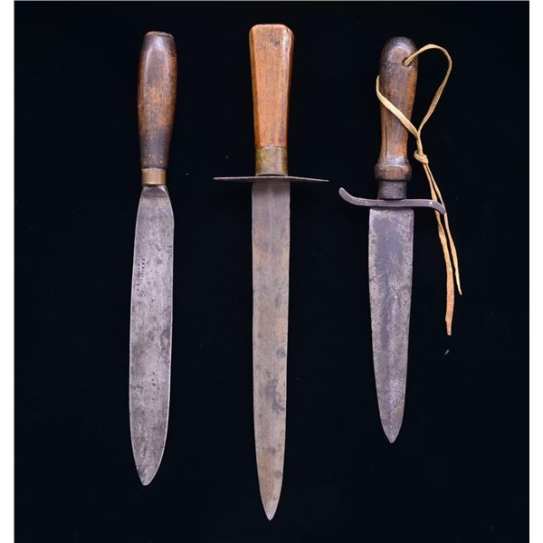 3 AMERICAN PRIMITIVE SIDE KNIVES.