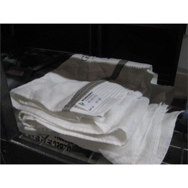 2 GATHER HANDTOWEL / 6PC CANADIAN LIVING PURPLE WASH CLOTHES