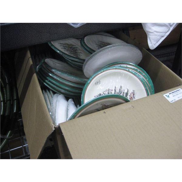 BOX OF XMAS THEMED PAPER PLATES