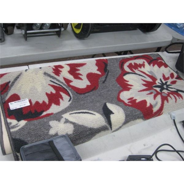 30 INCH ACCENT THROW RUG