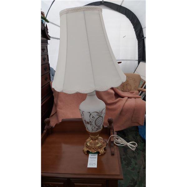 Lamp Cat B