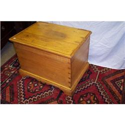 Early American Pine Small Blanket Chest #2353922