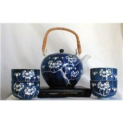 BLUE AND WHITE PRUNUS BLOSSOM TEA SERVICE, Qing#2390874