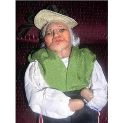 Ravca stockinette Woman  with Green Shawl #2379769