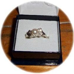 10k WG Retro Ribbon & Akoya Pearl Ring #2378751