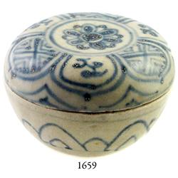 Annamese blue-on-white lidded porcelain powder-box (medium).