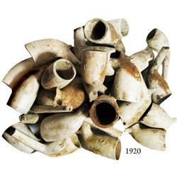 Lot of dozens of clay smoking-pipe bowls, 1820s-1860s, found in the northeastern US.