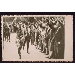 WW2 NAZI GERMAN ADOLF HITLER PHOTO - CROWD SALUTIN