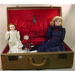 VINTAGE TRUNK OF ANTIQUE BISQUE DOLLS AND DOLL CLO