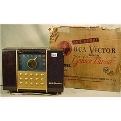 VINTAGE RCA VICTOR RADIO MODEL NO. 9B X5 W/ THE GO