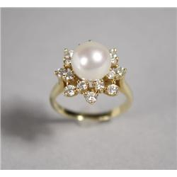 A Ladies 18 kt Yellow Gold Aquoia Pearl and Diamond Ring.