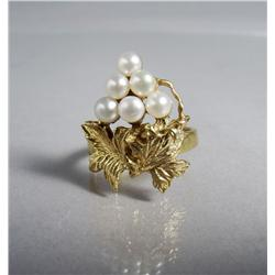 A Ladies Gold Vermeil and Pearl Ring.