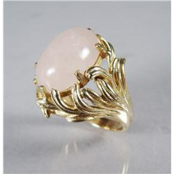 A Ladies 14 kt Yellow Gold and Rose Quartz Ring.