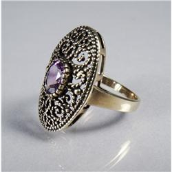 A Ladies 9 kt Yellow Gold and Amethyst Ring.