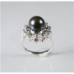 A Ladies 18 kt White Gold, Diamond and Black Pearl Ring.