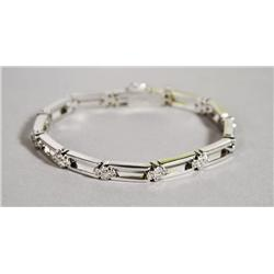 A Ladies 18 kt White Gold and Diamond Bracelet,