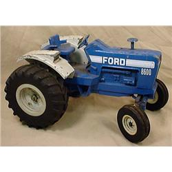 VINTAGE FORD 8600 TRACTOR