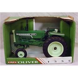 VINTAGE ERTL OLIVER 1555 TRACTOR IN ORIGINAL BOX