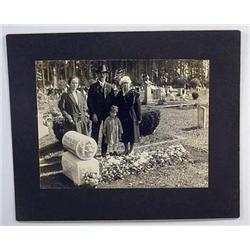 1907 LARGE MOUNTED PHOTO OF FRESH GRAVE IN WOODBUR