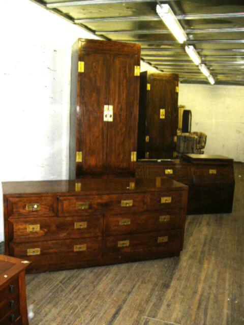 Image 1 : Huge Henredon Bedroom Set: Dresser With 7 Drawers, 2 Bedside  Lockers ...