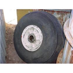 2 tires, 1 rim for Super DC-3