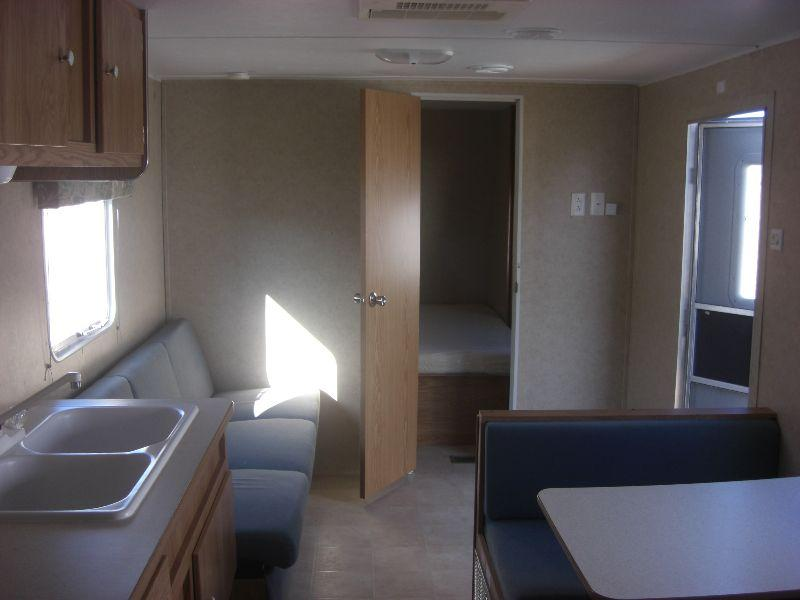 2006 GULFSTREAM CAVALIER 8' X 32' TRAVEL TRAILER,