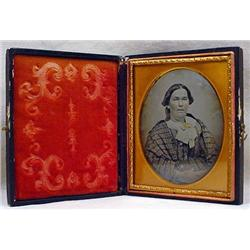 ANTIQUE AMBROTYPE PHOTO OF A LADY IN CASE - HAND T