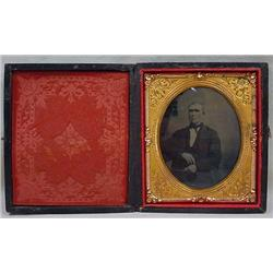 ANTIQUE TINTYPE PHOTO OF A MAN IN CASE - HAND TINT