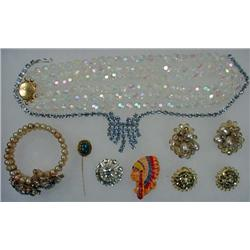 LOT OF VINTAGE COSTUME JEWELRY - Incl. Necklaces,