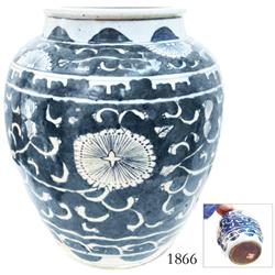 Blue-and-white Chinese porcelain jar (large), late Ming Dynasty, flowers motif (dark blue).