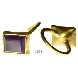 Gold ring with amethyst.