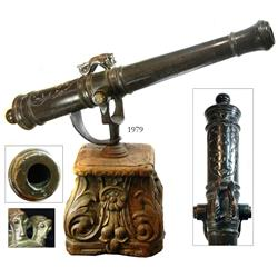 "Dutch bronze swivel cannon with ""sea lion"" handles and original yoke, ca. 1700, with antique mahogan"