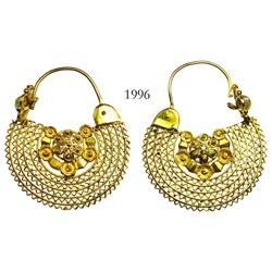 Gold filigree and pearl earrings from colonial Peru (1700s).
