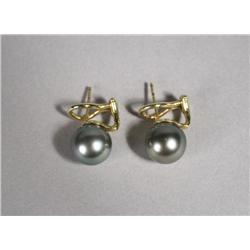 A Pair of Ladies 18 kt Yellow Gold, Tahitian Pearl Stud Earrings.