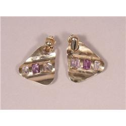 A Pair of 14 kt Yellow Gold and Semi-precious Stone Earrings in Pink, Purple and Clear,